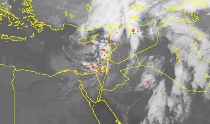 الأقمار الصناعية ترصد الغيوم الركامية قبالة فلسطين هذه الأثناء | 21/2/2016