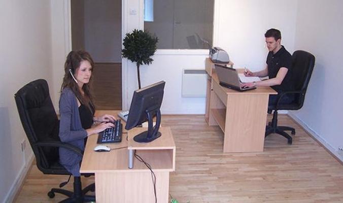 الجلوس لساعات طويلة في المكتب يضر كثيراً بالصحة