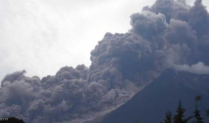 """حمم بركان """"فويغو"""" تقتل وتصيب العشرات وتشرد الآلاف"""