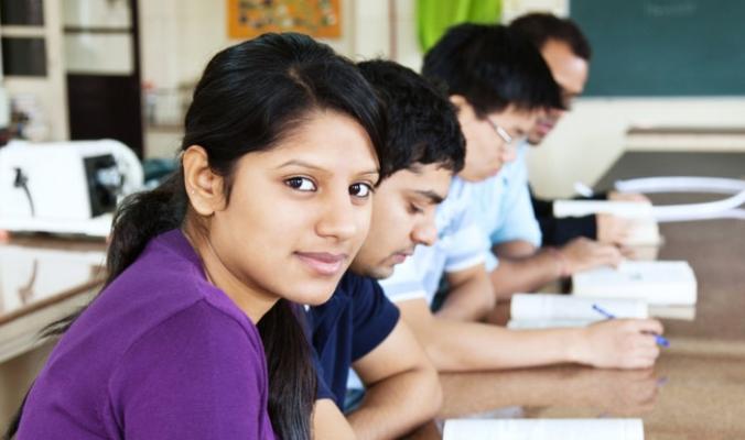"""إذا كنت تعتبر ما نفعله في مدارسنا """"غشاً""""، فأنت لا تعرف شيئاً عن الهند.. حيث """"مافيات الاختبارات"""" المنظمة!"""