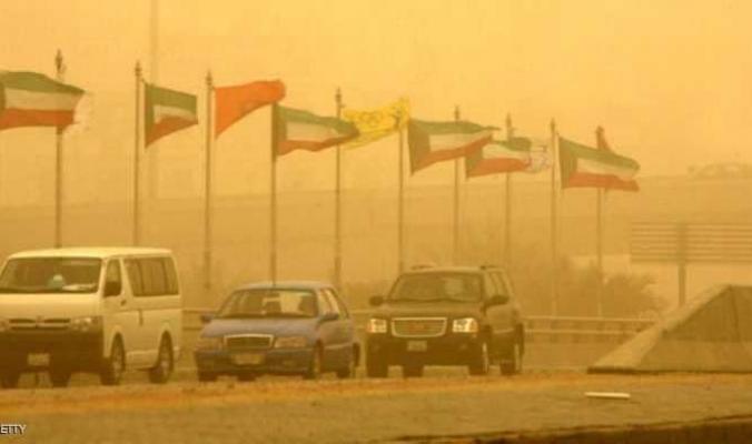 سوء الأحوال الجوية تشل الكويت