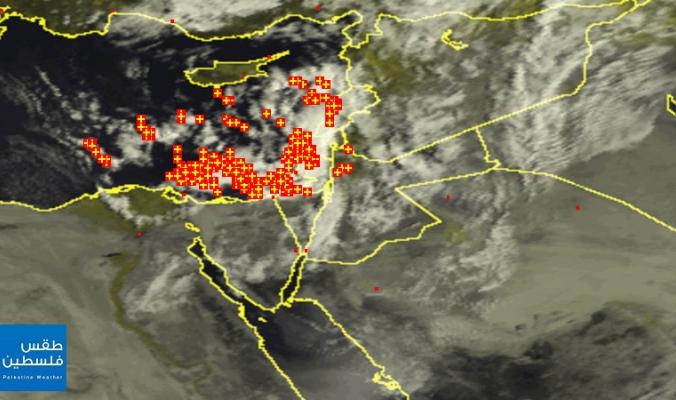 الأقمار الصناعية ترصد الغيوم والعواصف الرعدية الكثيفة في فلسطين صباح اليوم 12-4-2015