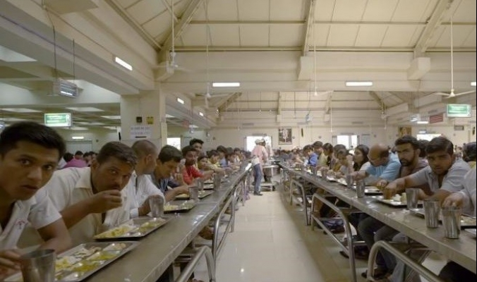 بالفيديو  نظرة داخل مطبخ يقدم الطعام لـ40 ألف شخص يومياً