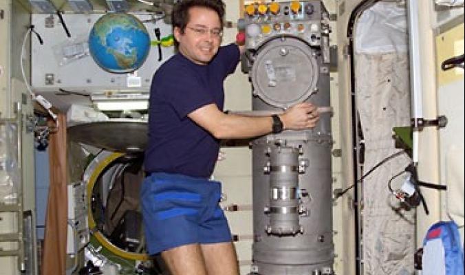 كيف يزود رواد الفضاء بالأوكسجين على متن المركبات الفضائية؟