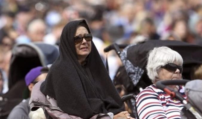 تأبين ضحايا مجزرة نيوزيلندا بالصلاة والحجاب ورفع الأذان