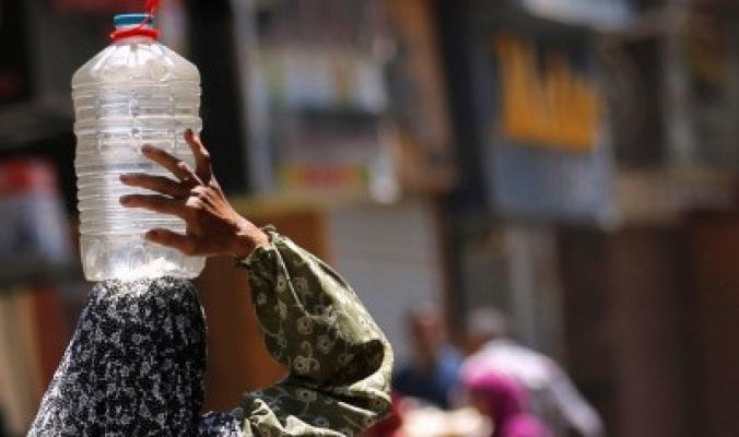 عقوبة مالية قاسية للمصريين إذا أسرفوا باستخدام المياه.. القاهرة تُحذر وتتحرك لوقف هدر مليون متر مكعب يومياً