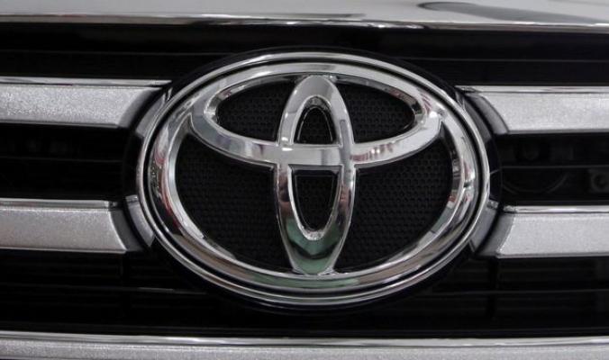 ترامب يهدد تويوتا إن صنعت سياراتها في المكسيك