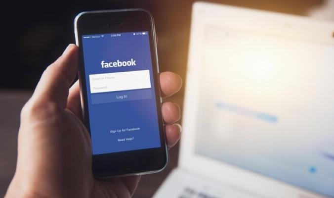 """فيسبوك يصنِّف مستخدميه.. """"فقير"""" و""""غني"""" و""""متوسط"""""""