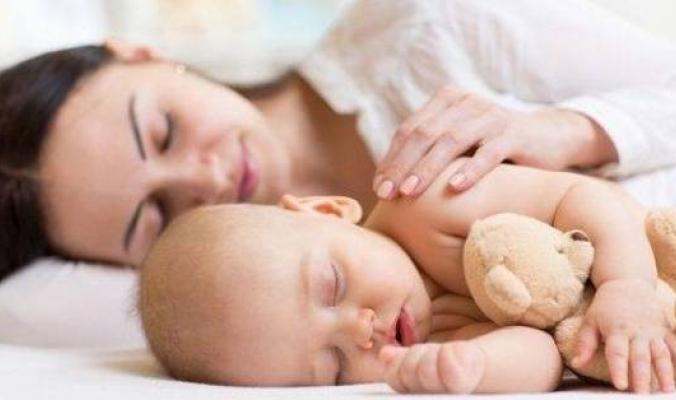 عدم نوم الأطفال يعرض آباءهم للإصابة بهذا المرض