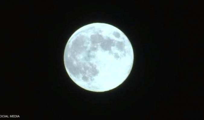 """""""القمر الأزرق"""".. الأرض تشهد ظاهرة فلكية استثنائية"""