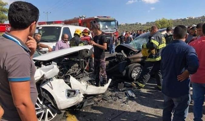 بالصور المحزنة... 10 إصابات بينها خمسة بحالة الخطر الشديد بحادث سير مروع في رام الله