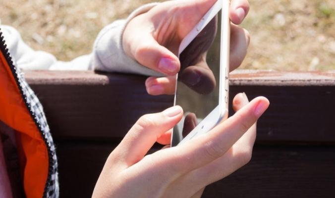 """عملية """"سرية"""" يقوم بها هاتفك دون أن تعلم"""