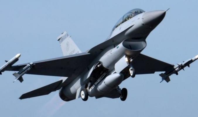 سقوط طائرة إف-16 فوق مبنى بولاية كاليفورنيا الأميركية