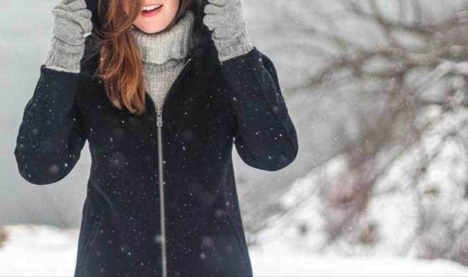 أشهر أساطير الشتاء.. هل تحمينا الملابس الثقيلة من البرد؟