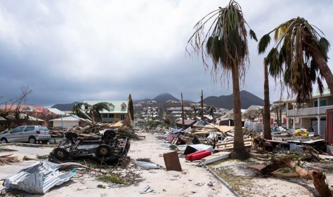 """إرتفاع عدد قتلى الاعصار الى 80... نجوا من """"إرما"""".. وقتلتهم الحرارة"""