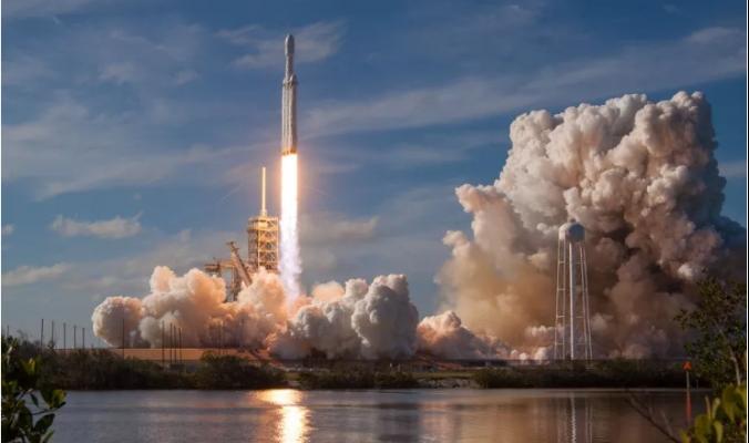 """""""سبايس اكس"""" تستعد لإطلاق 4425 قمراً اصطناعياً إلى الفضاء"""