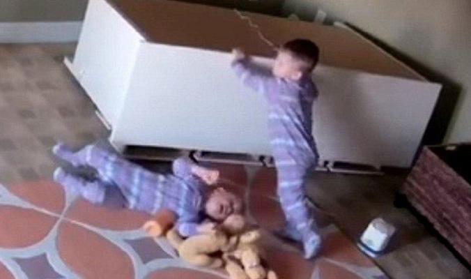 هل فيديو الطفل الذي أنقذ شقيقه مجرّد خدعة؟