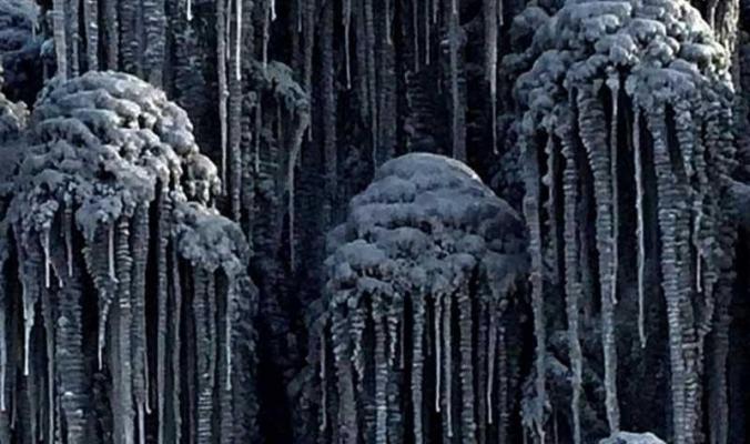 """بالصور.. كيف يبدو الثلج الأسود """"على حافة الأرض"""""""