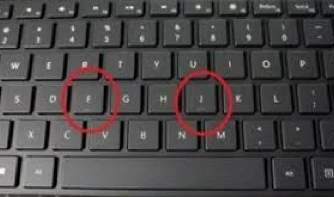 طريقة مثالية لتنظيف لوحة مفاتيح حاسوبك الخاص
