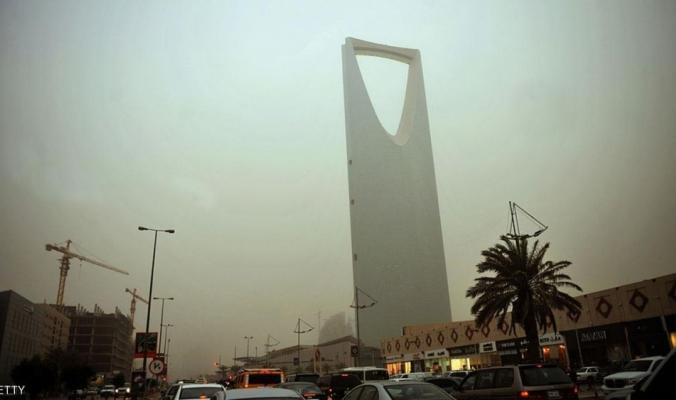الأتربة تغطي سماء الرياض