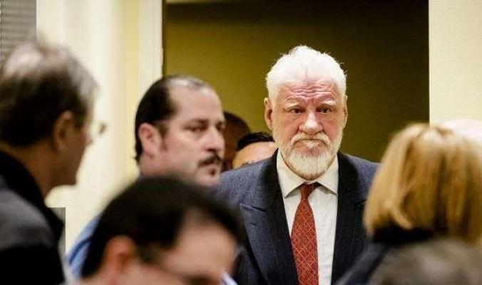 متهم يبتلع سماً أثناء محاكمته