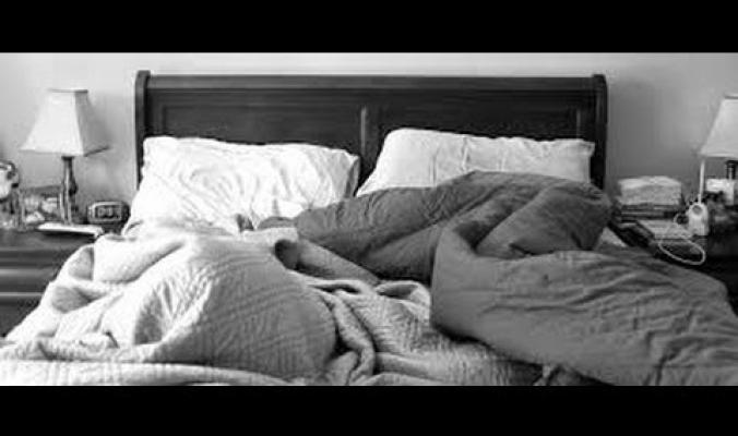 متى يجب تغيير وغسل ملاءة السرير؟