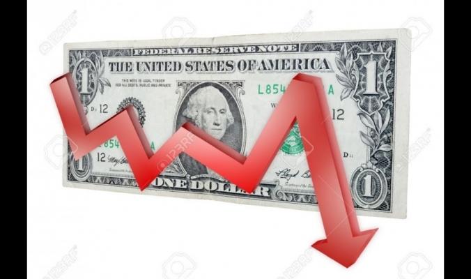 هبوط حاد للدولار والدينار في الساعات الماضية