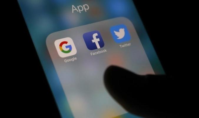لأن التاريخ لا يكذب.. هل نهاية فيسبوك وغوغل قريبة؟