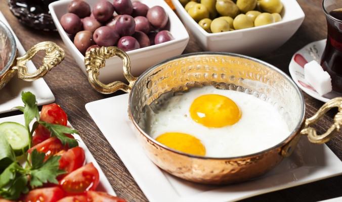 ستخسر وزنك دون تقليل الطعام.. علماء يضعون لك مواعيد جديدة للإفطار والعشاء والنتيجة مدهشة!