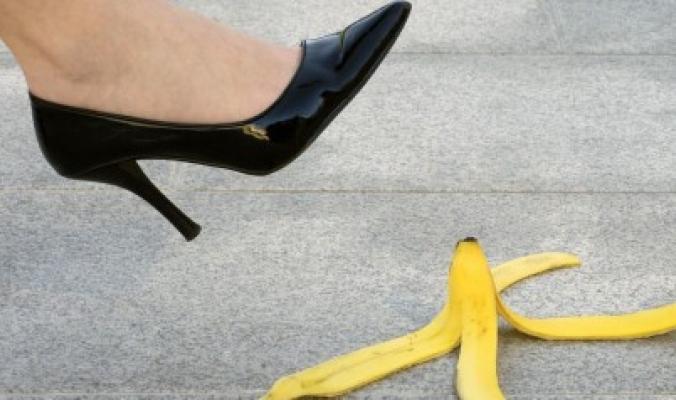 عزيزي سيئ الحظ الذي تزحلقت في قشر الموز سابقاً، إليك خبراً سعيداً