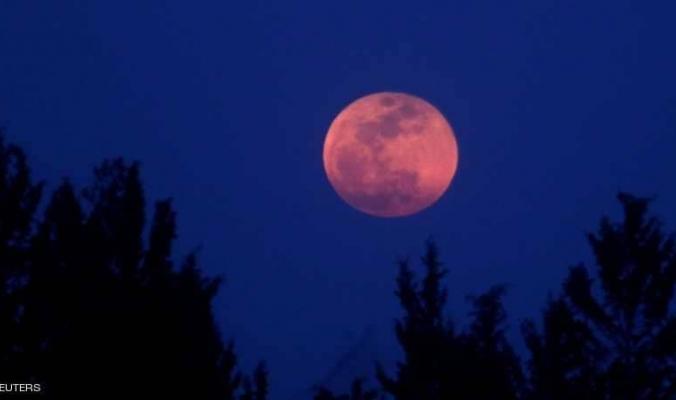 """انقسام بين العلماء بشأن """"القمر الدموي """""""