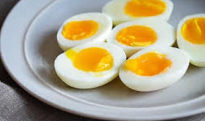 هذا ما يحدث عندما تسلق البيض في المايكروويف