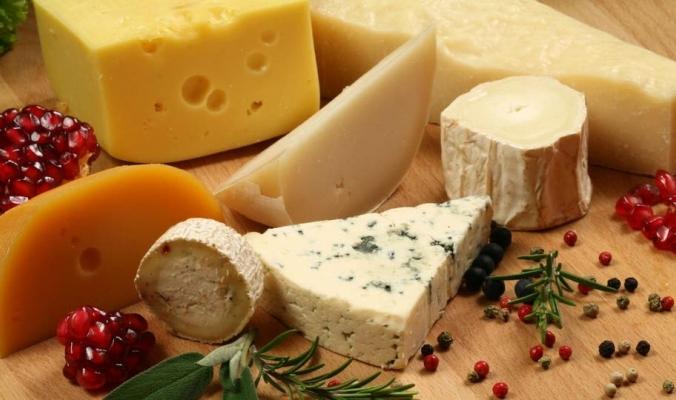 تناول الجبن يومياً يحمي أوعيتك الدموية من التلف