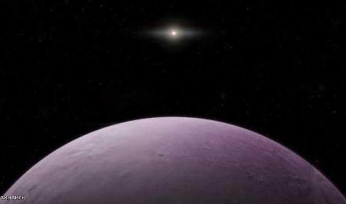 اكتشاف جسم وردي غامض يدور حول الشمس