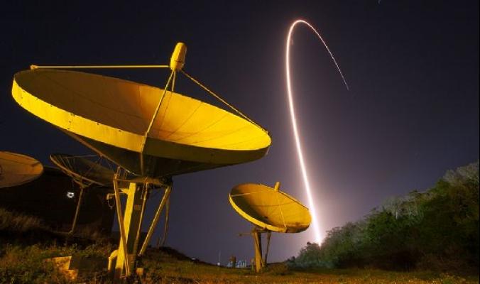 الصاروخ أطلس V يطلق القمر الصناعي TDRS