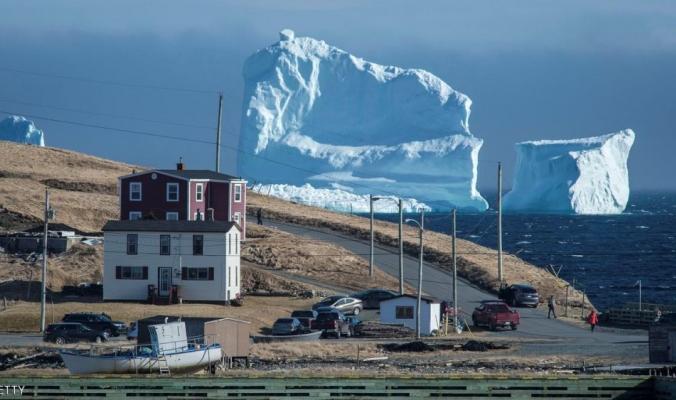 """جبل """"الجليد"""" العملاق"""