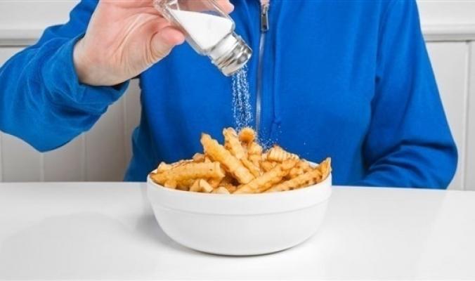الملح الزائد يقتل البكتريا الصديقة في الأمعاء