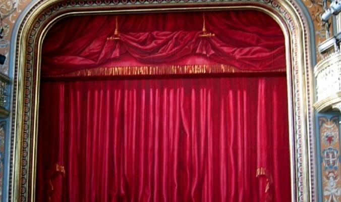 كان يقدم مزحة عن الموت... لكن الممثل الكوميدي فاجئ الجميع بوفاته على المسرح