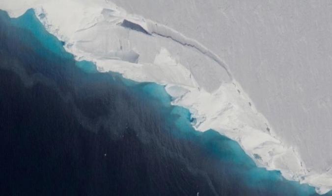"""ما الفجوة الضخمة التي اكتشفها العلماء أسفل """"أنتاركتيكا""""؟"""