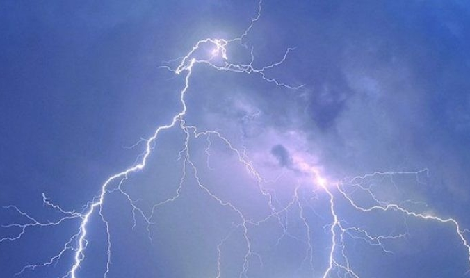 امطار فوق كافة المناطق يومي الاثنين والثلاثاء بمشيئة الله