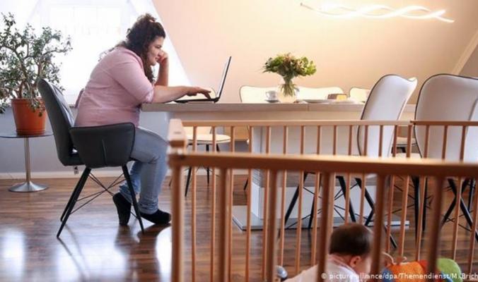 مع تفشي كورونا.. ما مدى أضرار العمل من المنزل على جسم الإنسان؟