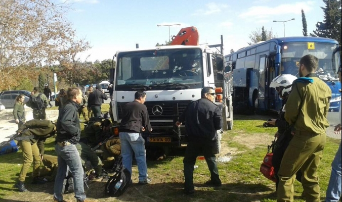 بالصور : عملية في القدس ...مقتل 4 جنود وإصابة 15 آخرين في حصيلة متجددة
