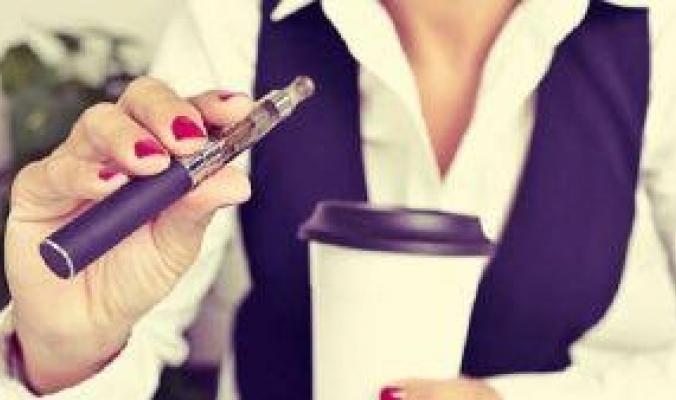 السجائر الإلكترونية خدعة تخفي خطرا عظيما