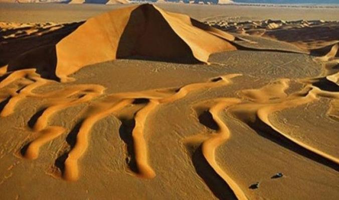 """""""سهول جبلية ومجارى مائية"""".. تعرف على صحراء لوط في إيران"""