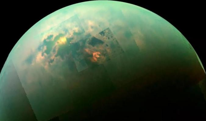 بحيرات من الميثان السائل على سطح أحد أقمار زحل