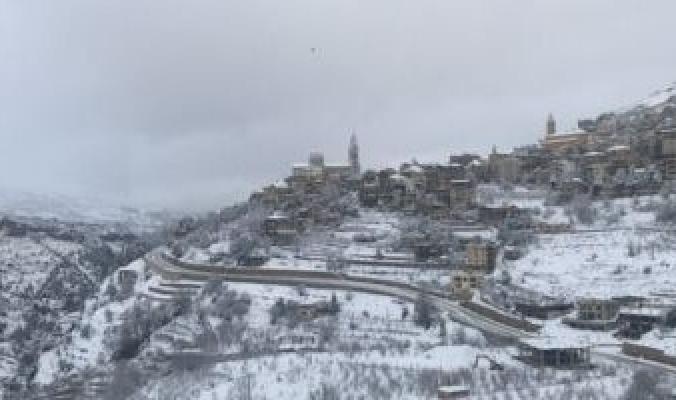 العاصفة ثلجية تشل الحياة فى لبنان