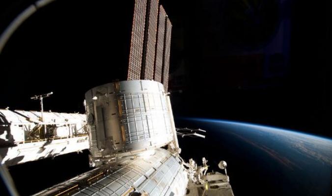أكبر جسم في الفضاء صنعه الإنسان ..مساحته تزيد عن مساحة ملعب كرة قدم !
