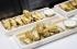 مطعم يقدم أجنحة دجاج مطلية بالذهب