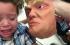 بالفيديو... ما الذي أصاب هذا الطفل حينما رأى قناعين لترامب وكلينتون؟