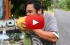 بالفيديو : رجل يقشر جوزة هند بأسنانه خلال 20 ثانية